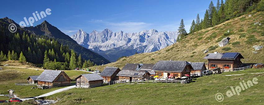Die Ursprungalmin den Schladminger Tauern gegen Dachsteinmassiv, Steiermark, Österreich