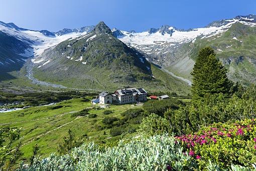 Die Berliner Hütte im Zillertaler Hauptkamm, Zillertaler Alpen, Tirol