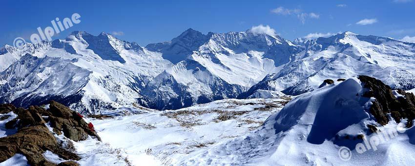 Blick zu den Tuxer Alpen, v.l. Olperer, Schramacher, Sagwand aus dem Wipptal, Tirol