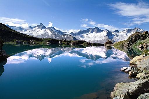 Tirol, Region Zillertal; Der Schwarzsee gegen den Zillertaler Hauptkamm, v.li. Hornspitze 3254m, Turnerkamp 3420m, Gr. Möseler 3480m
