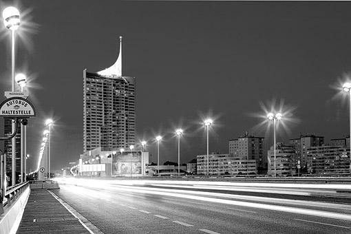 Donaucity mit Reichsbrücke und Milleniumstower in Wien