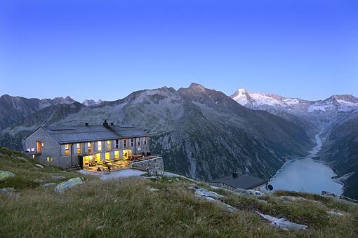 Tirol, Region Zillertal; Olpererhütte und Schlegeissee gegen Gr. Möseler 3480m Zillertaler Hauptkamm,