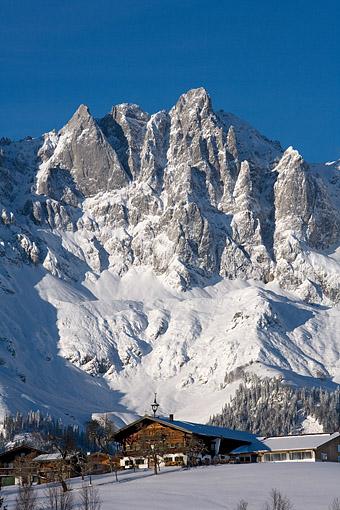 Tirol, Region Kitzbühel: Going a.Wilden Kaiser, das Kaisergebirge (Hochgrubach, Ackerlspitze) von Going gesehen.