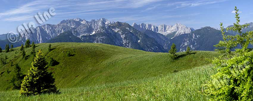 Auf der Mussen in Kärnten gegen Kollinkofel, Hohe Warte und Kellerspitzen, ganz rechts der Seekopf im Karnischen Hauptkamm