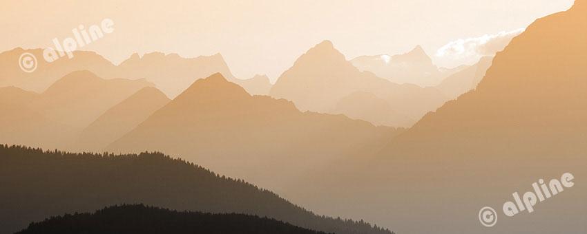 Abenstimmung auf der Kraftalm (Hohe Salve) gegen Karwendelgebirge, Tirol