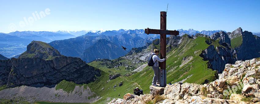 Tirol, Unteres Inntal; Achensee Region; Von der Rofanspitze im Rofan Gebirge am Achensee bei Achenkirch, gegen das Karwendel