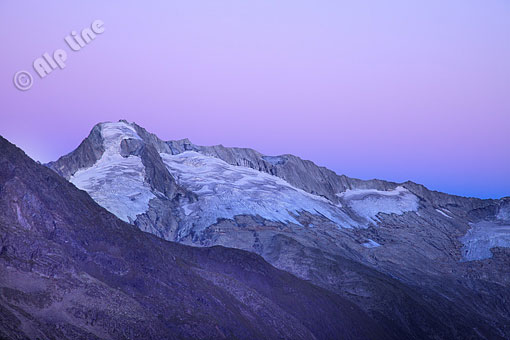 Abenddämmerung gegen Gr. Möseler 3480m Zillertaler Hauptkamm, Tirol