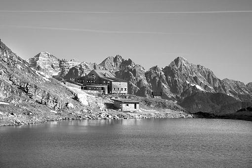 Tirol, Region Pillerseetal: Der Wildseelodersee und die Wildseeloder Hütte in den Kitzbüheler Alpen, gegen Loferer und Leoganger Steinberge