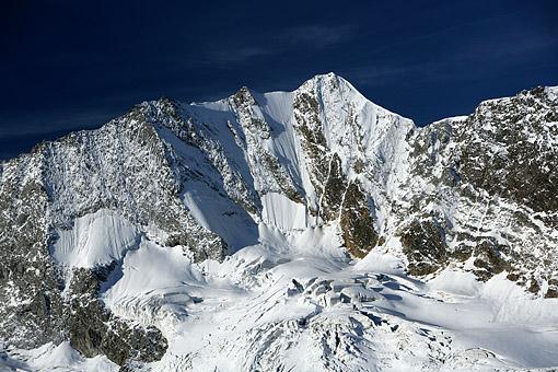 Hochfeiler Nordwand in den Zillertaler Alpen im Morgenlicht, Tirol