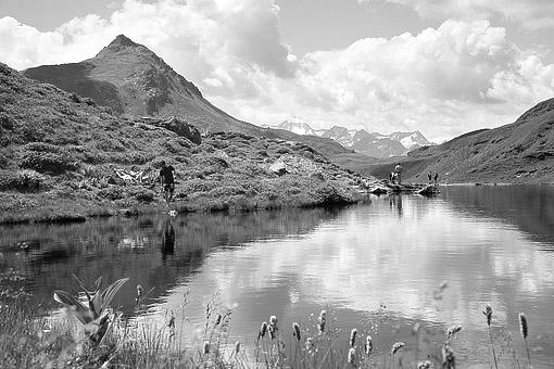 Der Scharzsee Nähe Bamberger Hütte in den Kitzbüheler Alpen, gegen die Reichenspitzgruppe in den Zillertaler Alpen,