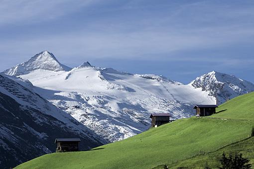 Tirol, Region Zillertal; Der Olperer aus dem Tuxer Tal bei Lahnersbach  (Tuxer und Zillertaler Alpen)