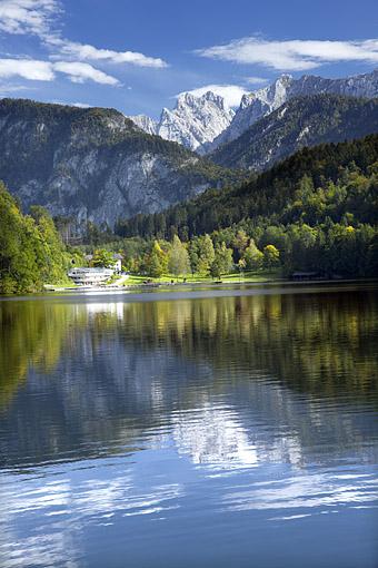 Tirol, unteres Inntal, Kufstein. Der Hechtsee bei Kufstein gegen Ellmauer Halt im Kaisergebirge