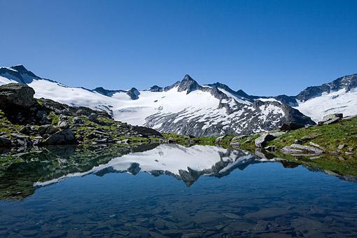 Tirol, Region Zillertal; Der Schwarzsee gegen die Hornspitzen im Zillertaler Hauptkamm,
