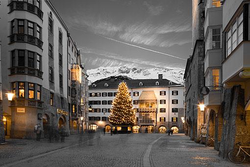 Advent in der Innsbrucker Altstadt mit Goldenem Dachl, Tirol