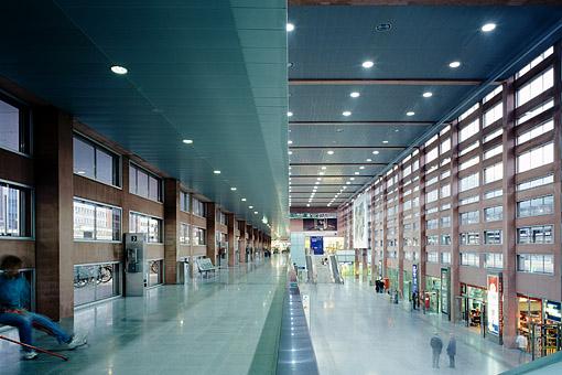 Tirol, Innsbruck: Am Hauptbahnhof in Innsbruck