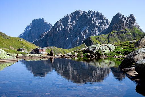 Tirol, Wipptal; Die Innsbruckerhütte am Pinisjoch, Gschnitztal (Stubaier Alpen), Tirol