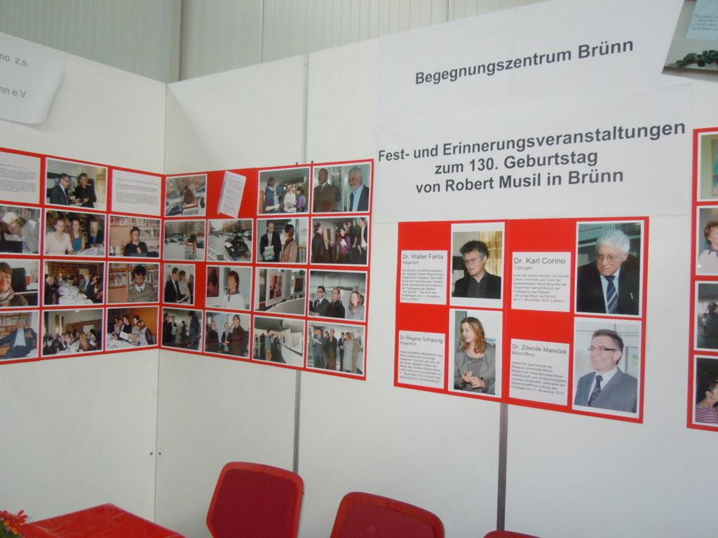in der Mitte Bilder unserer Ehrengäste bei der Veranstaltung zu 130 Jahren Robert Musil