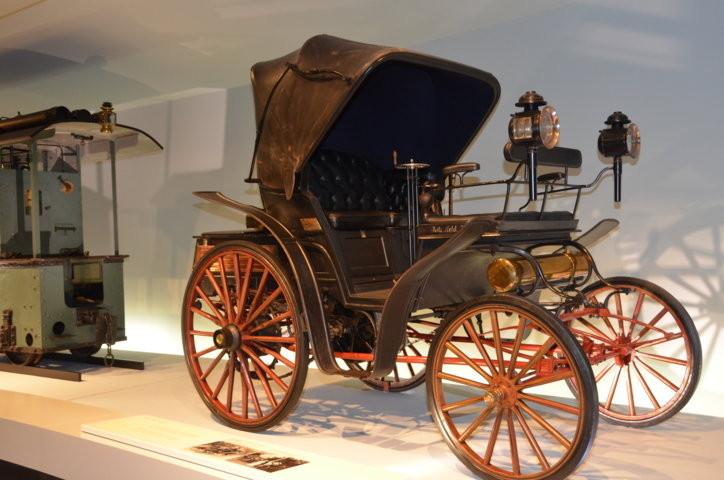 Besichtigung des Mercedes Museums in Stuttgart Untertürkheim