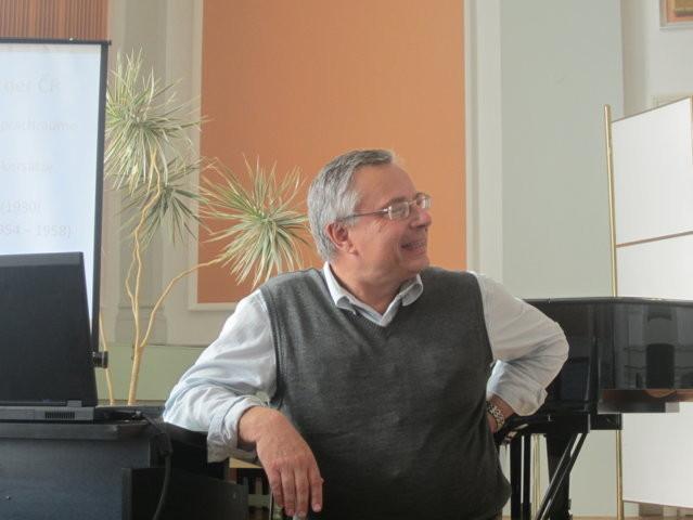 PhDr. Mojmír Muzikant berichtet über Spracheigenheiten und Dialekte der Brünner Sprachinsel