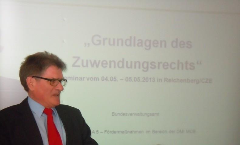 Herr Bernhard Hayer Bundesverwaltungsamt leitet das Seminar
