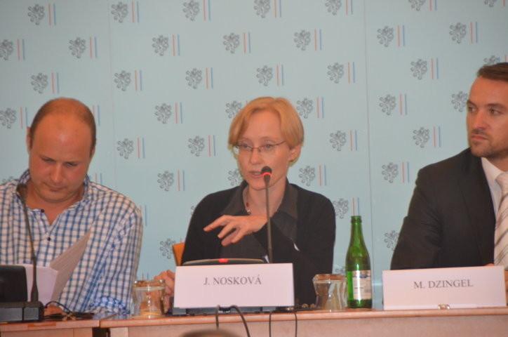 Dr. Jana Noskova Brünn  (Bild Mitte)