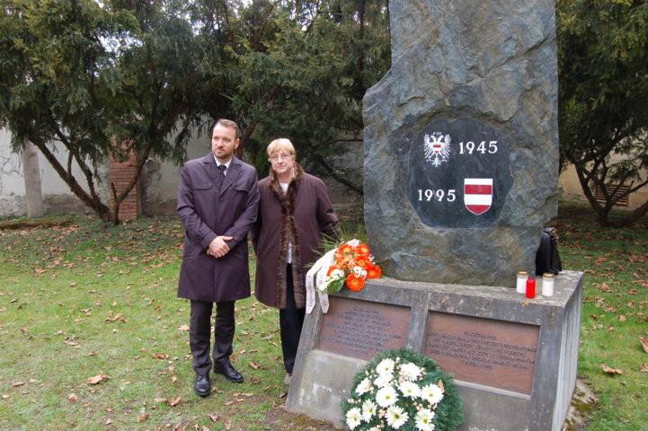 Der Präsident der Landesversammlung, Mgr. Martin Dzingel gedenkt mit uns der Brünner Toten vom Mai 1945