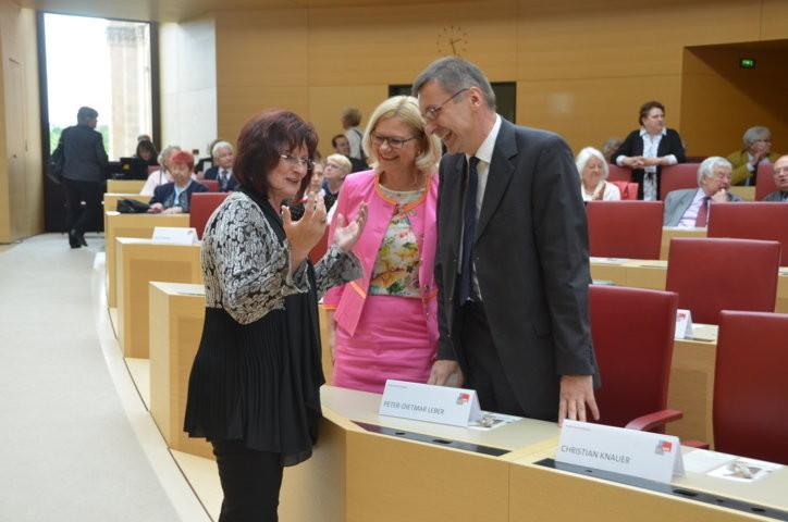 Frau Christa Naaß im Gespräch mit den Vertretern der Banater Schwaben