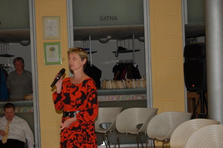 Frau Dr. Hana Vackova, Kuratorin der Zentralbibliothek  moderiert die Veranstaltung