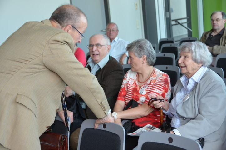 Dr. Martin Bachstein im Gespräch mit Frau Olga Sippl, der Ehrenvorsitzenden der Seliger-Gemeinde