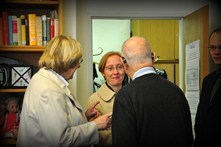 Ebenfalls zu den Ehrengästen gehört Frau PhDr. Jana Nosková