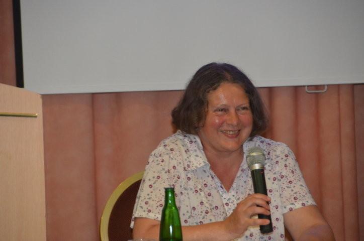 Frau Monika Žárská stellt die historische Persönlichkeit Přemysl Pitter vor