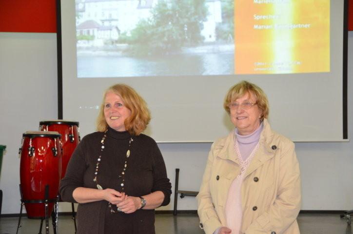 Frau Beate Vöhringer, die Konrektorin der Anne Frank Schule links
