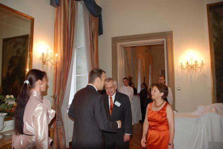 Begrüßung ddes Präsidenten der Landesversammlung durch  Legationsrat Ingo von Voss