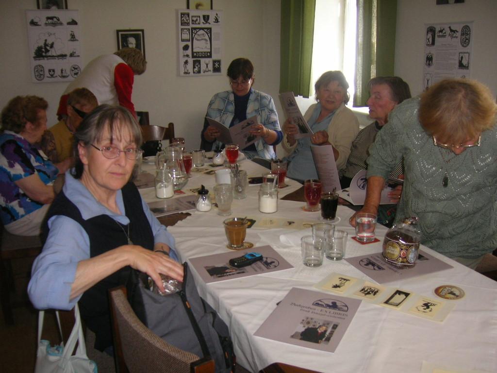 Aber auch unsere Mitglieder hatten Gelegenheit sich über die Entstehung der Arbeiten zu informieren.