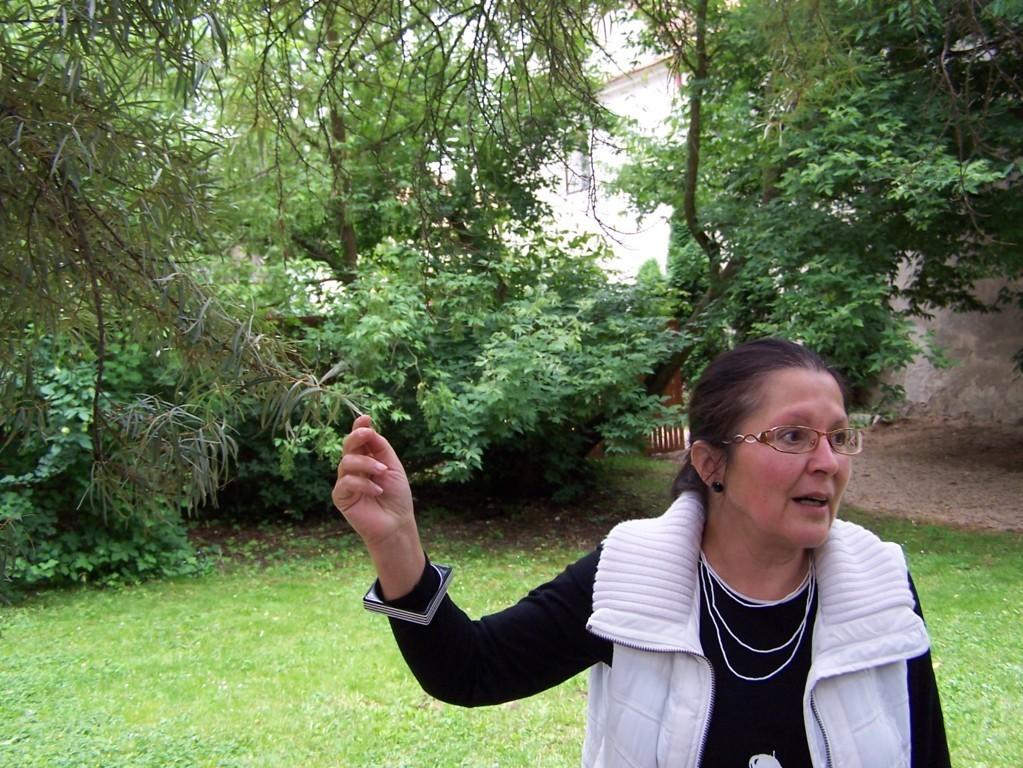 FRau Dr. Eleonore Jeřábková führt durch das Schloss und die Parkanlagen