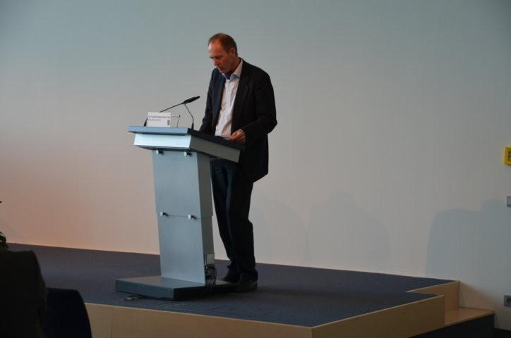 Dr. Peter Becher stellt sein neuestes Werk vor