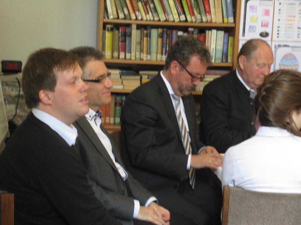 links: Milan Neužil und Dr. Zdeněk Mareček, beide leiten den Debattierclub des BGZ