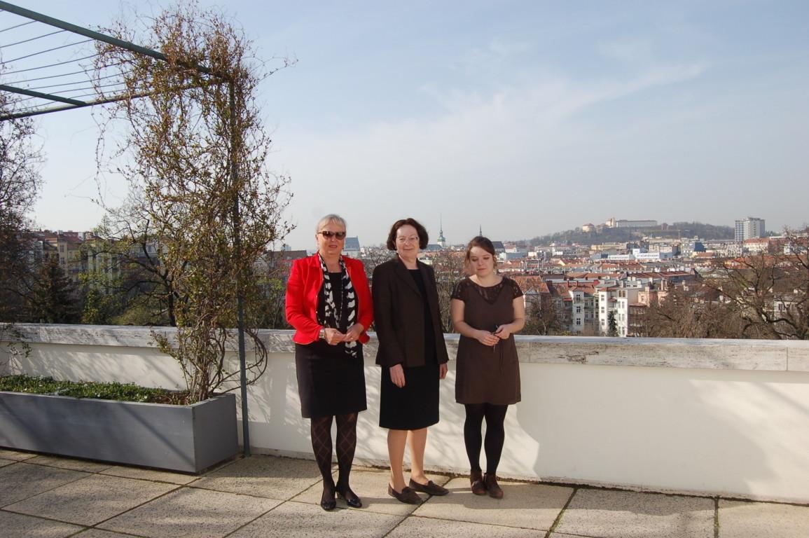 Zusammen mit Frau Iveta Černá, Direktorin der Villa Tugendhat und Frau Lucie Valdhansová, Kuratorin