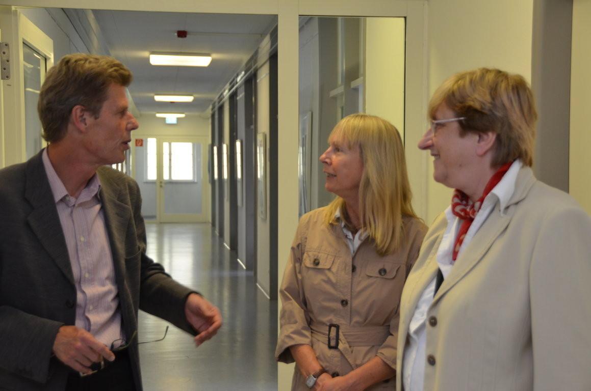 Rundgang mit Herrn Manfred Rittershofer, Projektleiter Stuttgart und Frau Ulrike Brittinger, Schirmherrin des Projektes, durch die Ausstellung