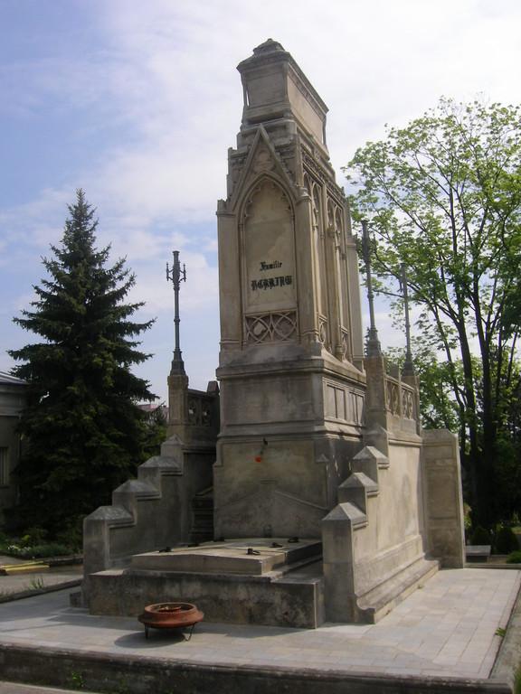 Ernst Ritter von Herring errichtete in Brünn, zusammen mit Graf Salm-Reifferscheid die erste Wollspinnerei,