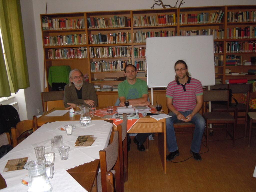 Přemysl Janýr. Niklas Perzi, Jaroslav Ostrčilík im Begegnungszentrum Brünn