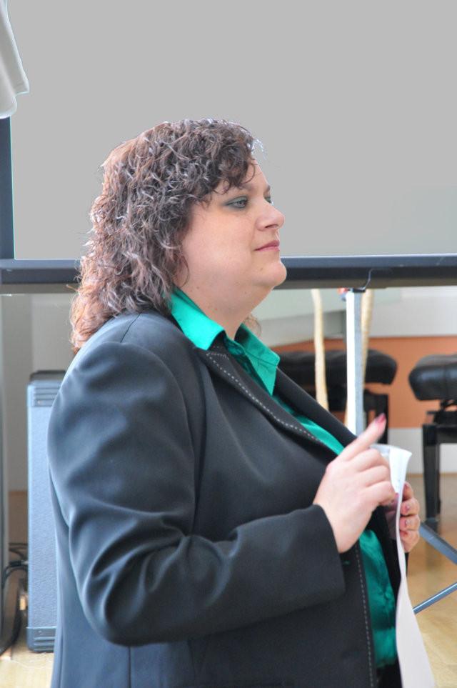 Frau Prodekanin der JAMU, Doz. MgA. Mgr. Monika Holá, PhD. berichtet über Alfred Roller