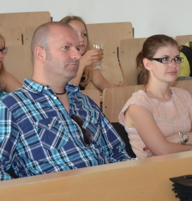 Die Projektleiter/in der Rilke Realschule rechts: Frau Helene Schilling, links Herr Mast