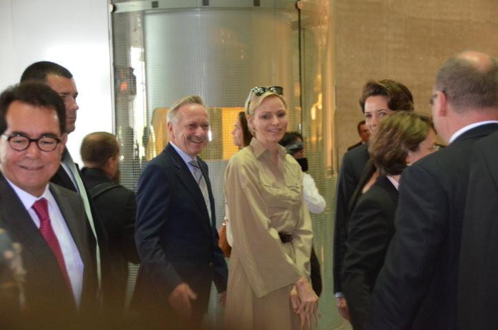 .......und seiner Frau Charlene