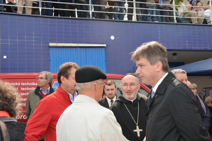 Abt Martinec,Mitte, Roman Onderka rechts