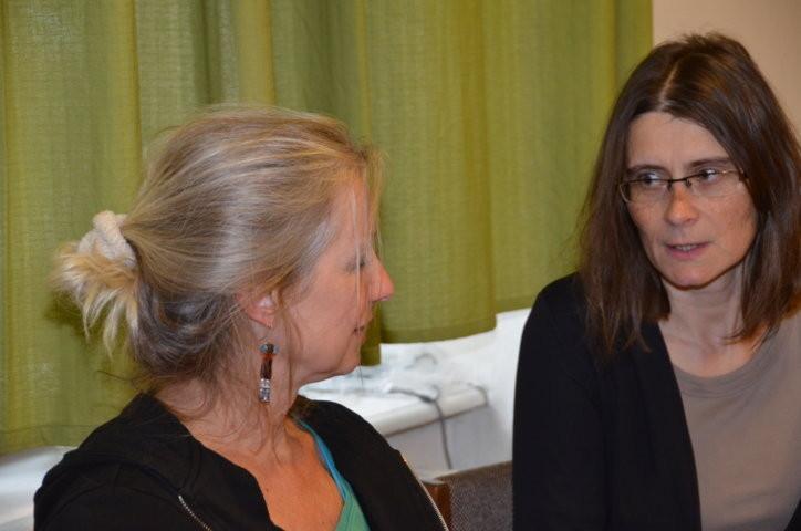 Frau Eva Profousova, Hamburg und Frau Kristina Kallert , Regensburg nahmen ebenfalls am vormittäglichen Workshop im Begegnungszentrum teil