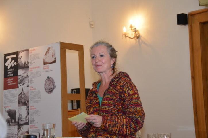 Frau Eva Profousová, Hamburg wahrend ihres Vortrags