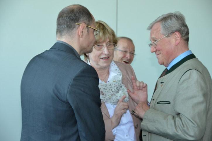 Dr. Martin Bachstein im Gespräch mit Herrn Dr. Mirek Němec, Universität Aussig/Elbe und Dr. Helmut Eikam, dem Bundesvorsitzenden der Seliger-Gemeinde