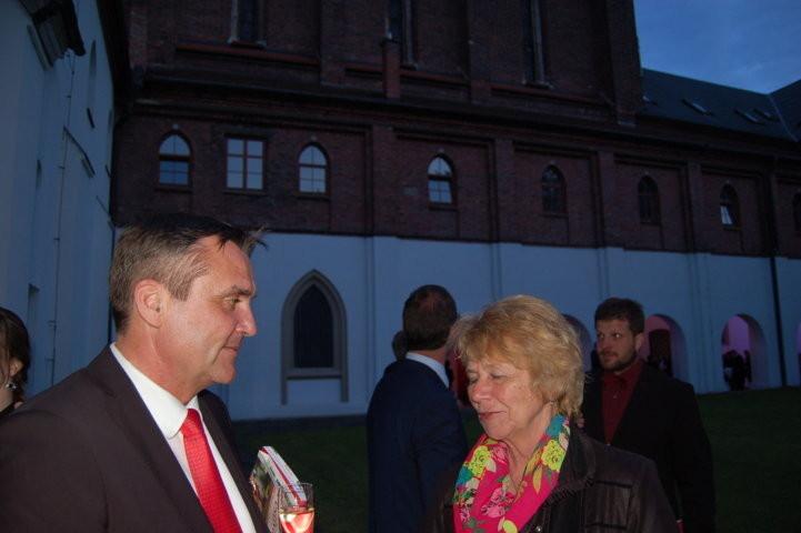 Primator Petr Vokřál im Gespräch mit Rosina Reim und Msgr. Anton Otte