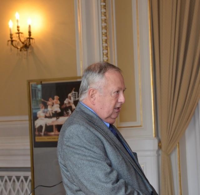 Ein fesselnder Vortrag von Professor Dr. Jan Sedlák berichtet über die Erbauer des Theaters, die Architekten Fellner und Helmer